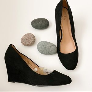 NWT A new day black faux suede wedges